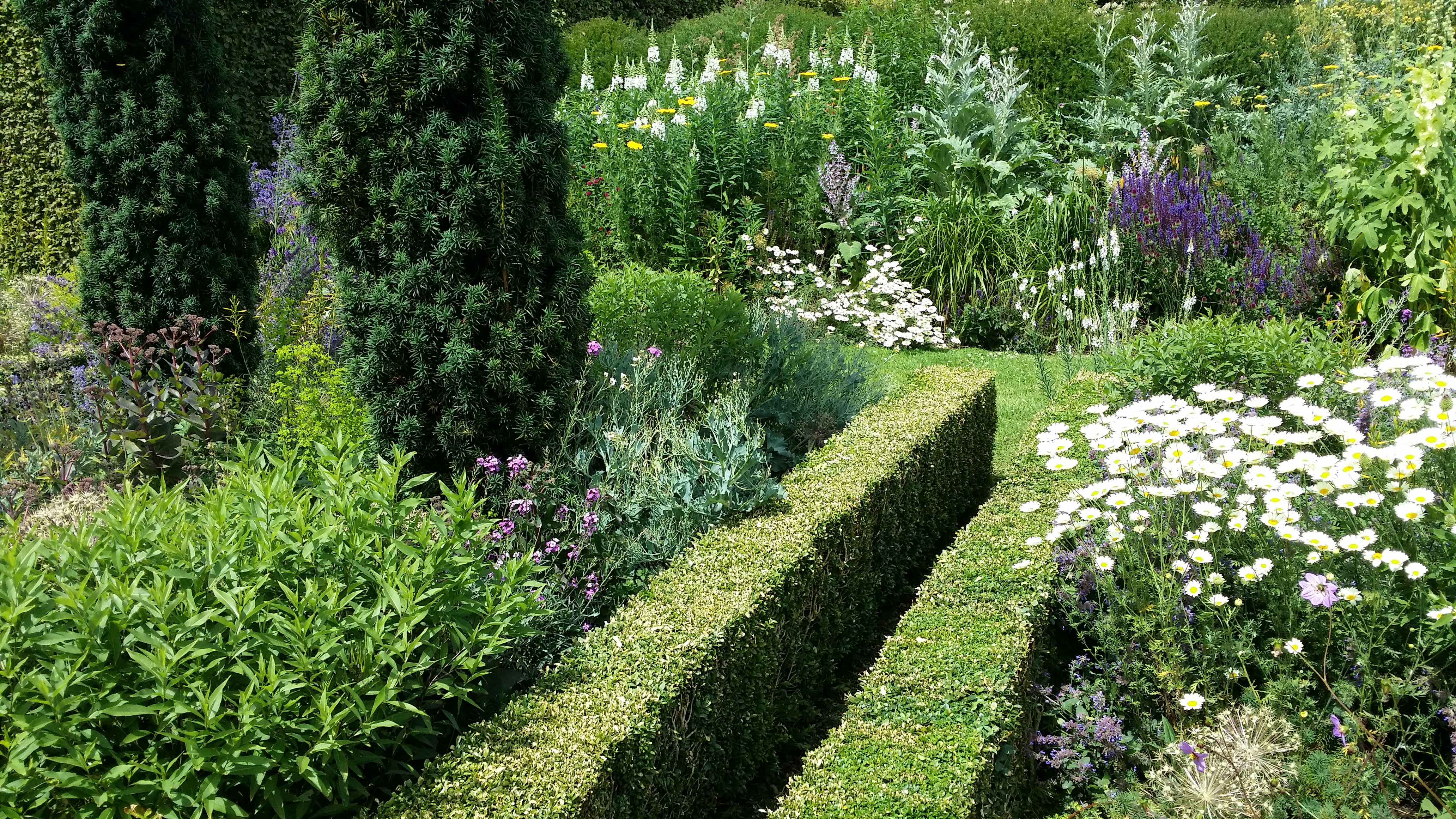 Tom stuart smith 2 charles saumarez smith for Semi formal garden designs